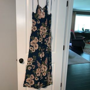 Floral jumpsuit with pockets!